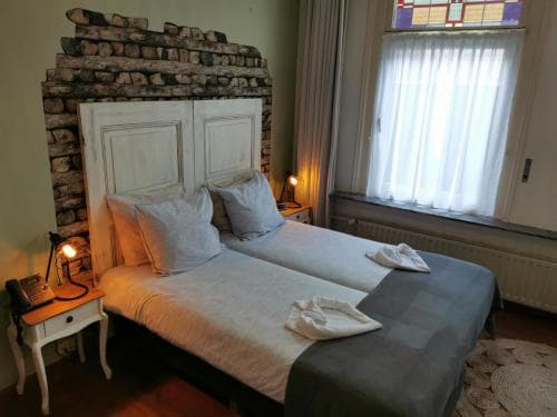 Comfort twin 402 Hotel Heere Raamsdonksveer 1